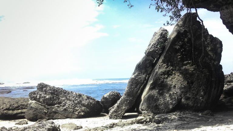 Jelajah Santai Pantai Jabar Selatan: Pantai Ranca Buaya