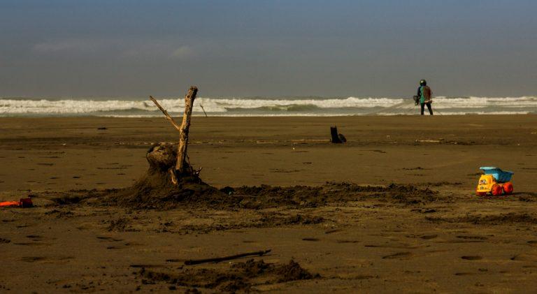 Jelajah Santai Pantai Jabar Selatan: Pantai Cipatujah